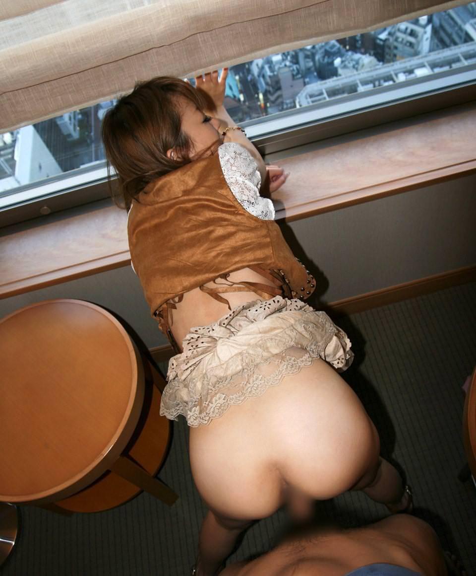 窓際で立ちバック 11