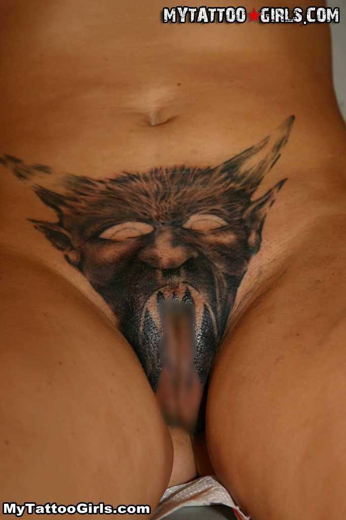 マンコやアナルにタトゥー刺れてる外国人女性 4