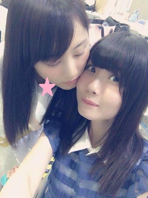 【画像】松井玲奈の胸チラ、可愛すぎる貧乳谷間をご覧ください。