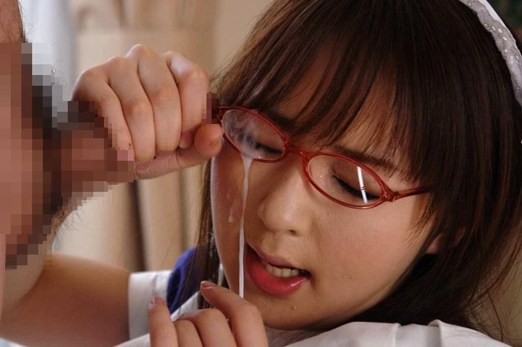メガネに顔射 13