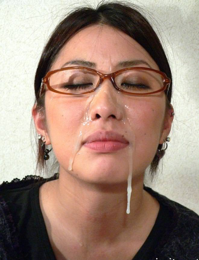 メガネに顔射 24