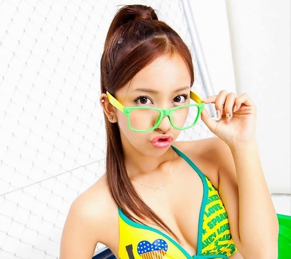 メガネ美少女の水着姿 9