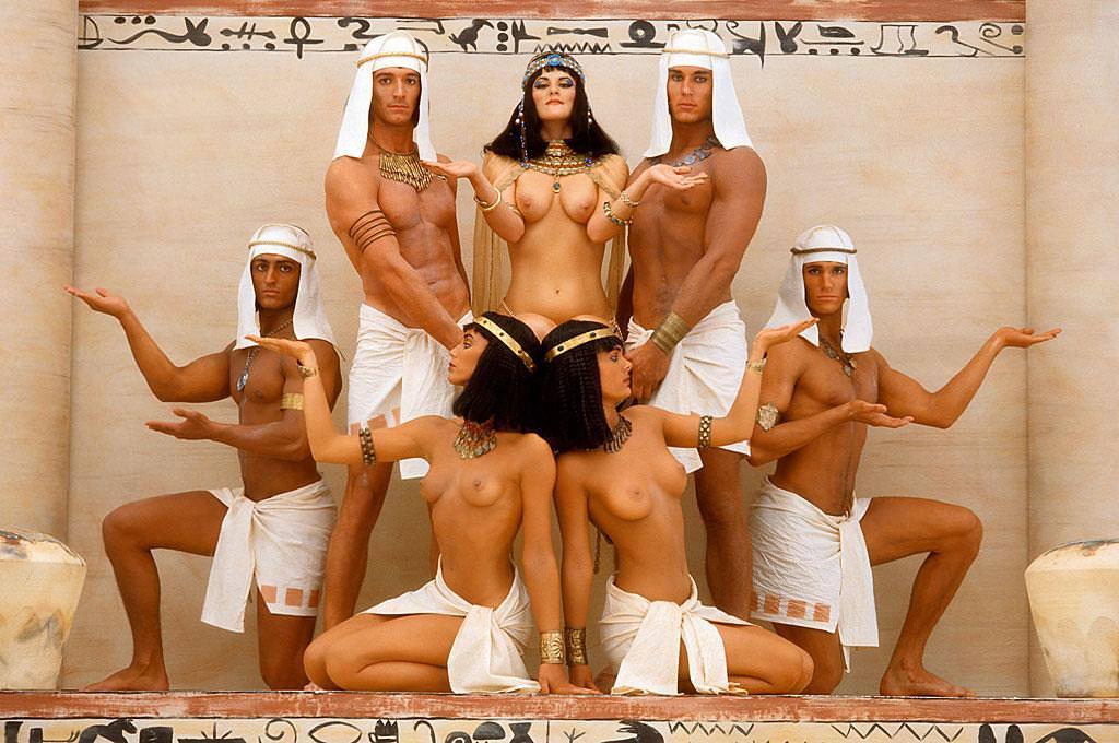 セクシーな民族衣裳の外国人美女 3