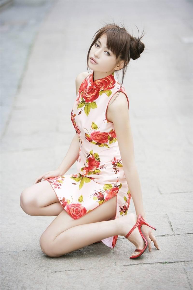 セクシーな民族衣裳の外国人美女 13