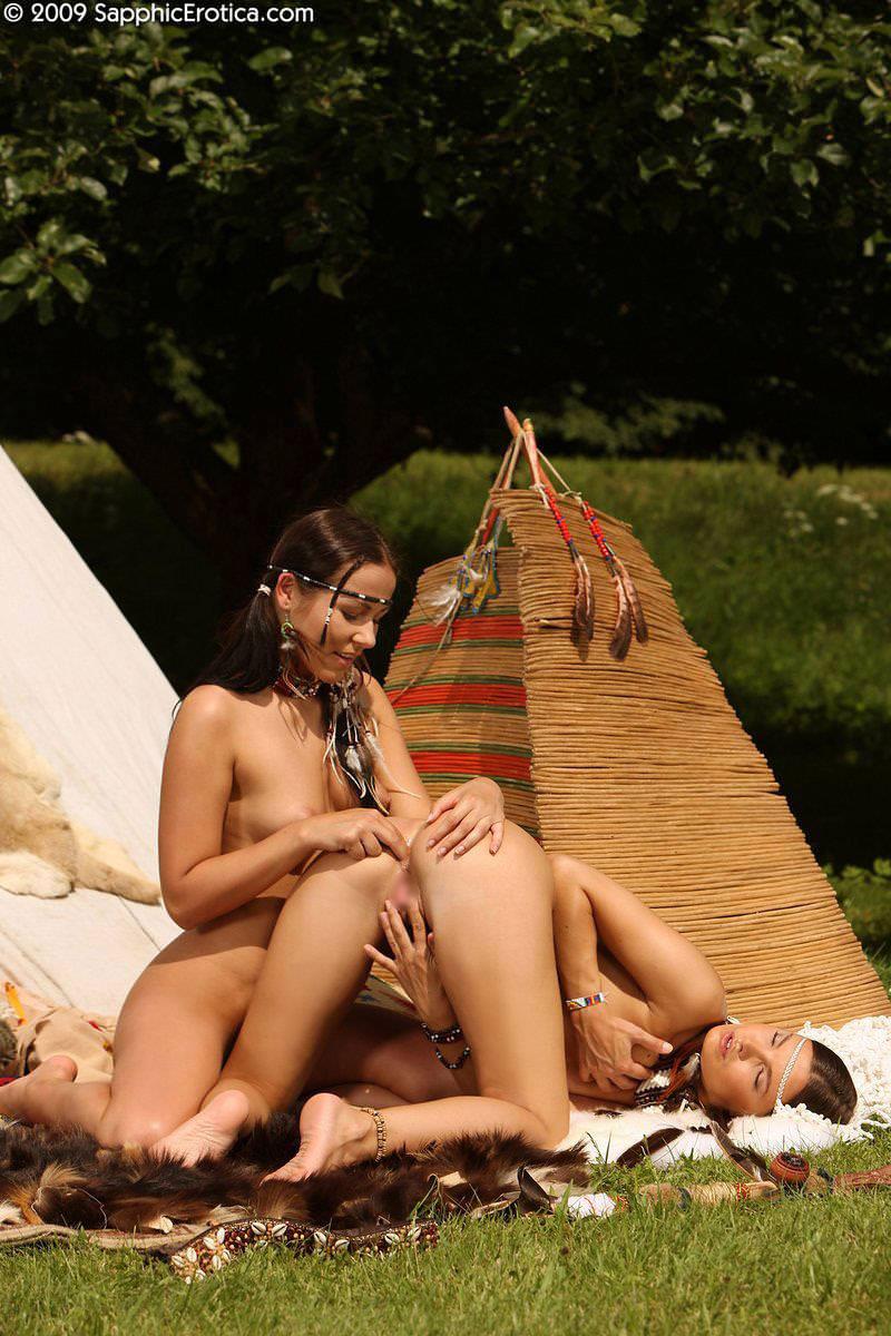 セクシーな民族衣裳の外国人美女 18