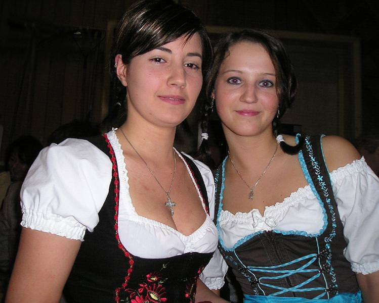 セクシーな民族衣裳の外国人美女 19