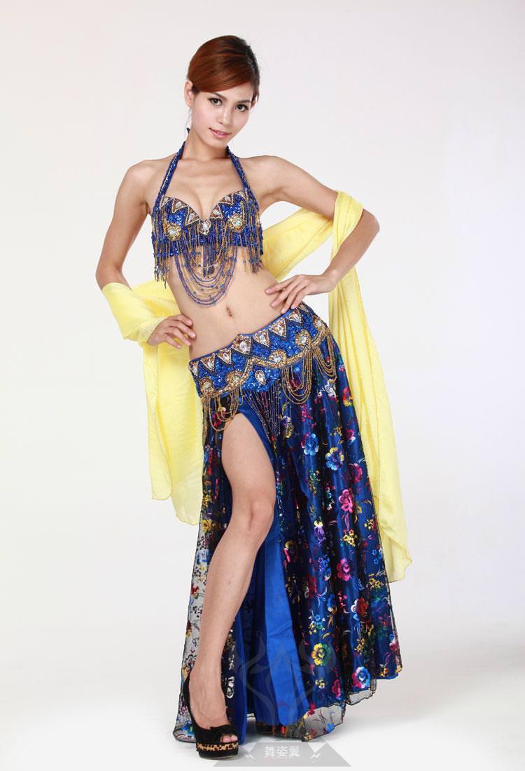 セクシーな民族衣裳の外国人美女 21
