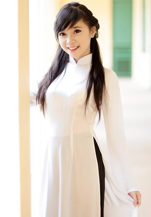 セクシーな民族衣裳の外国人美女 23