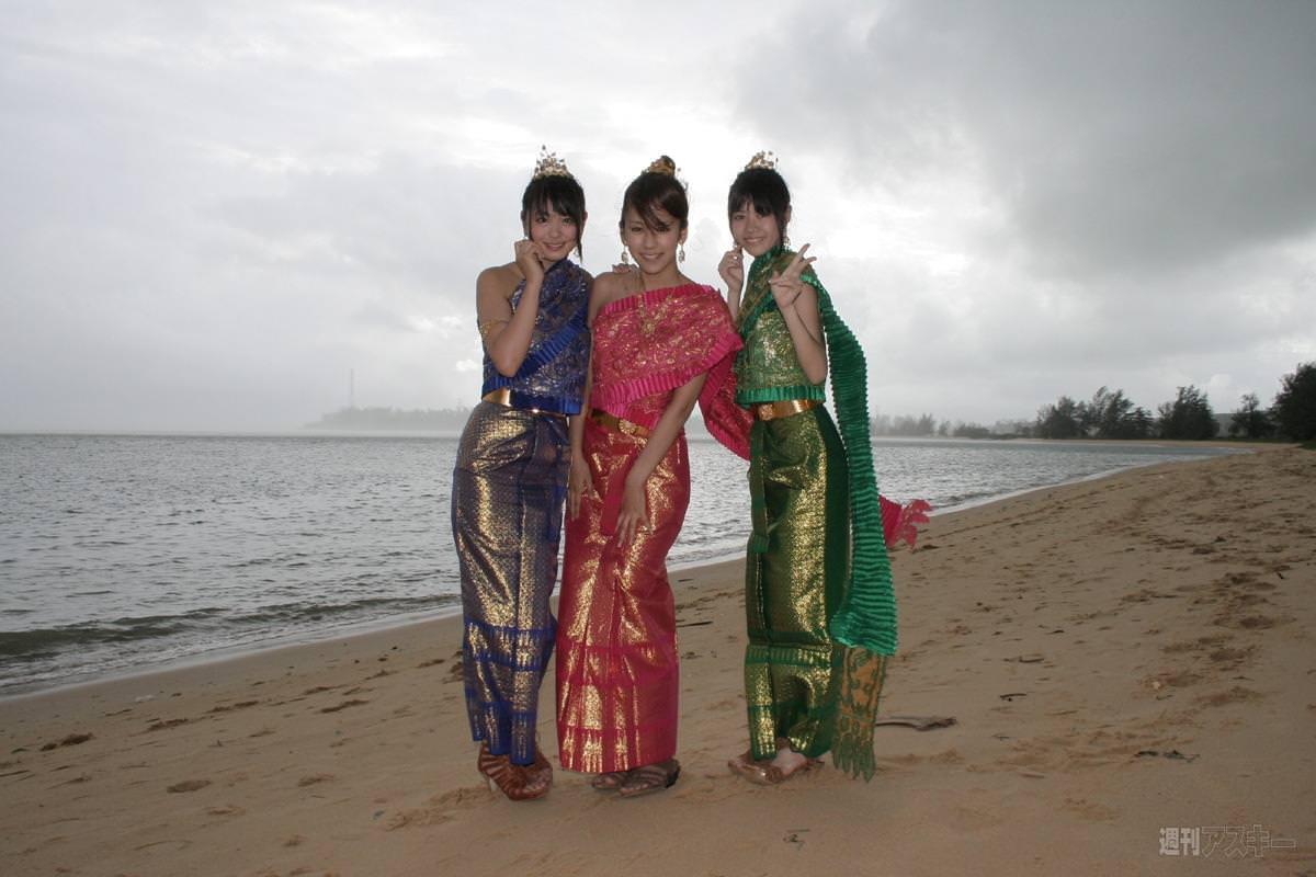 セクシーな民族衣裳の外国人美女 26