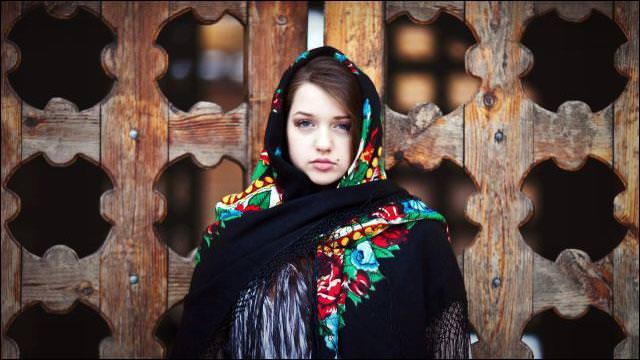 セクシーな民族衣裳の外国人美女 27