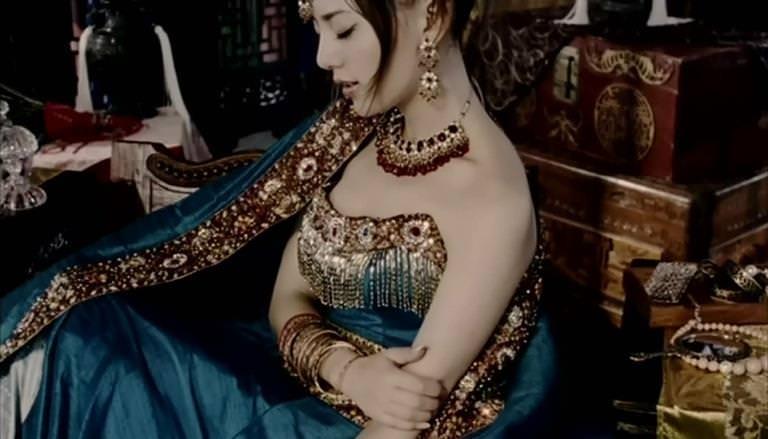 セクシーな民族衣裳の外国人美女 28