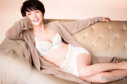 三浦理恵子(41)ランジェリー姿で美バスト披露!「ええな」「土下座余裕」(※過去ヌード画像あり)