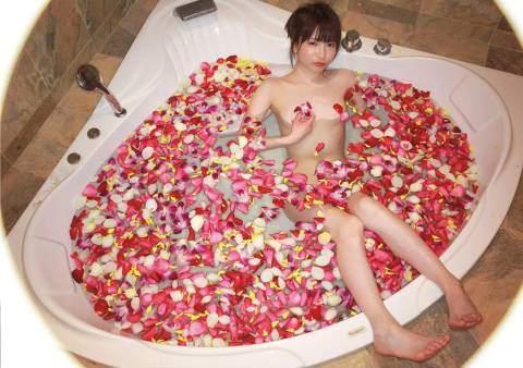 大食いアイドル・もえのあずき(27)がヌードグラビアに挑戦wwww・・・・・・ふぅ。
