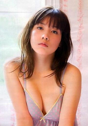 仲里依紗のムチムチエロボディ!乳首がこぼれそうな巨乳がたまらんwwwwww画像29枚