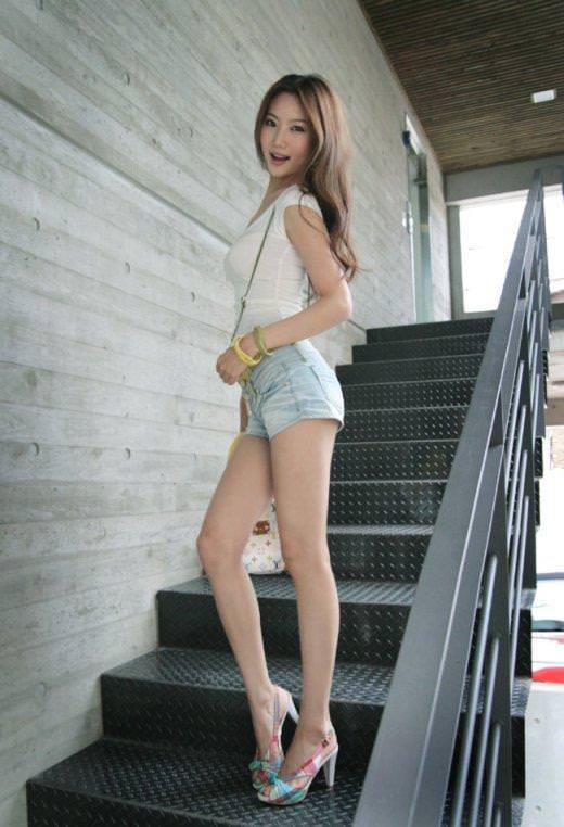 エロい生脚の女の子 30