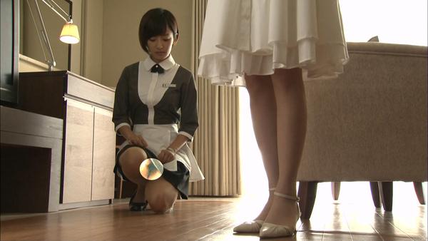 女優・夏菜「パ、パンツ見えた?」←メイドミニスカでしゃがむからだろ…(※色彩調整画像あり)