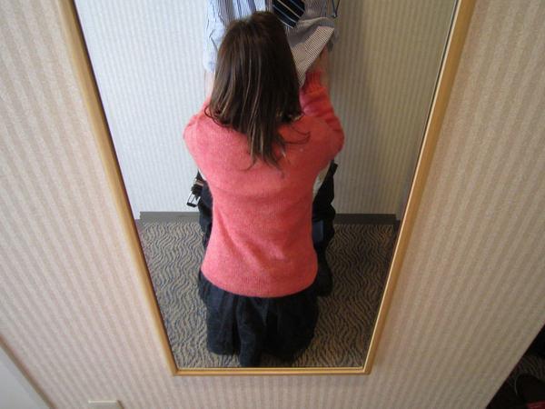 仁王立ちフェラする女の子の後ろ姿 12