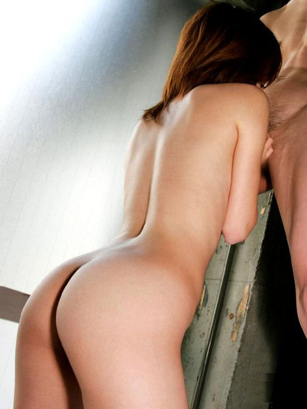 仁王立ちフェラする女の子の後ろ姿 22