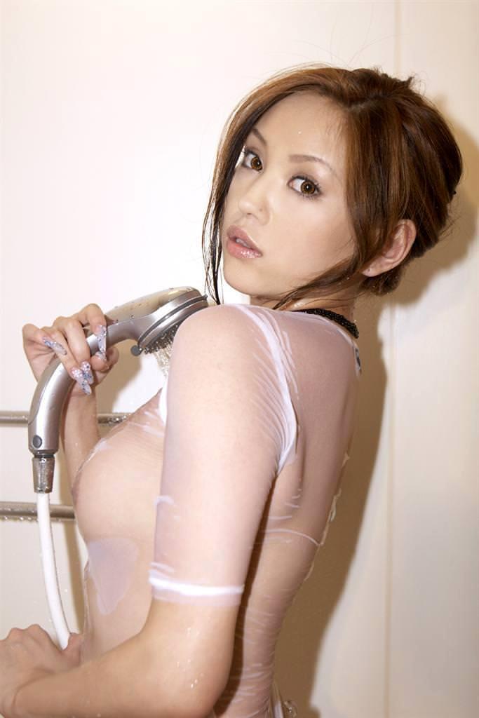 濡れて透けてる女の子 14