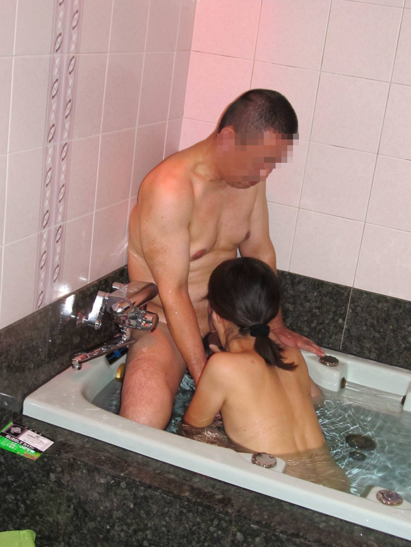 お風呂でフェラ 1