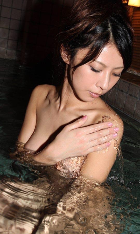 美女の温泉浴 1