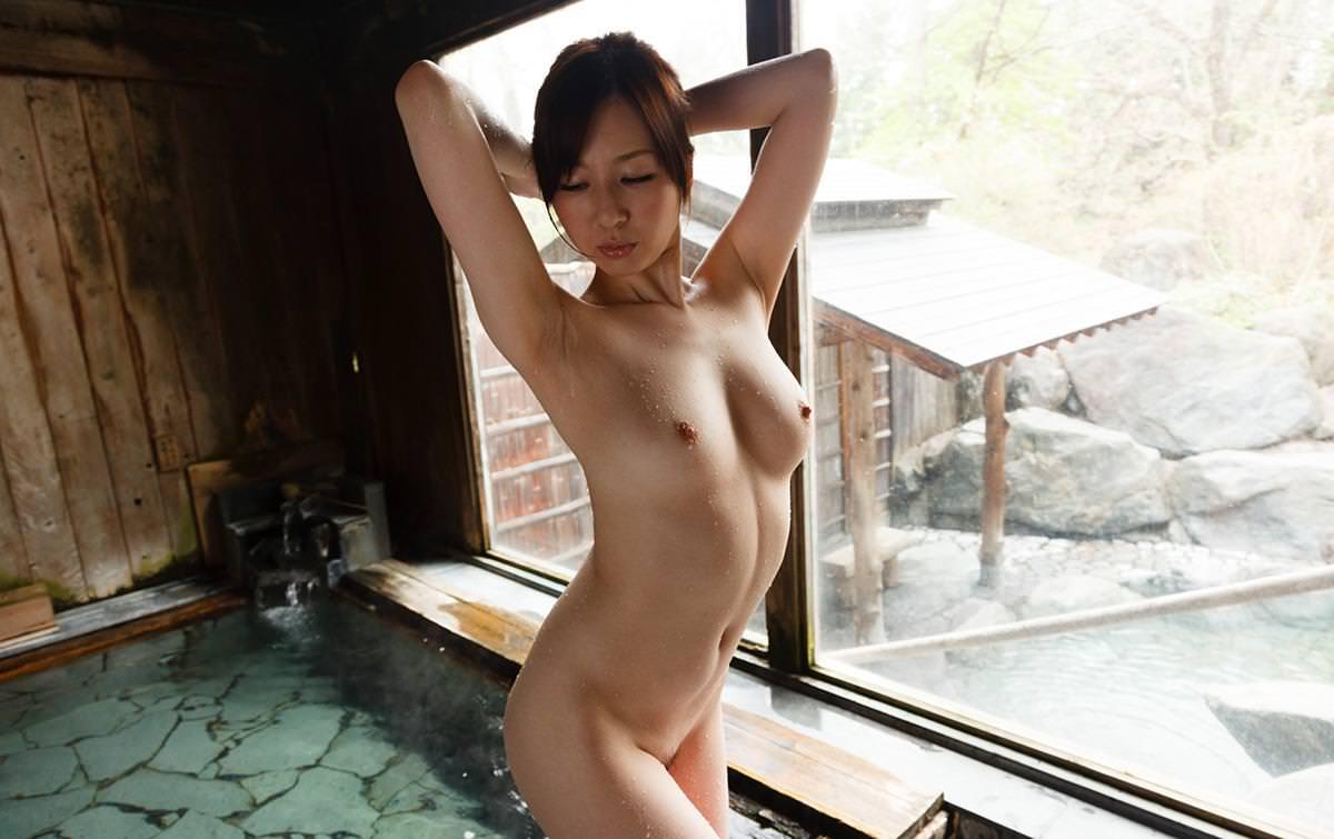 美女の温泉浴 6