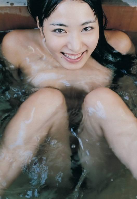 美女の温泉浴 16