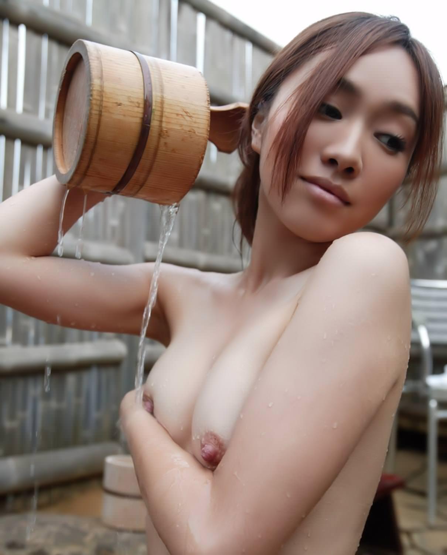 美女の温泉浴 23