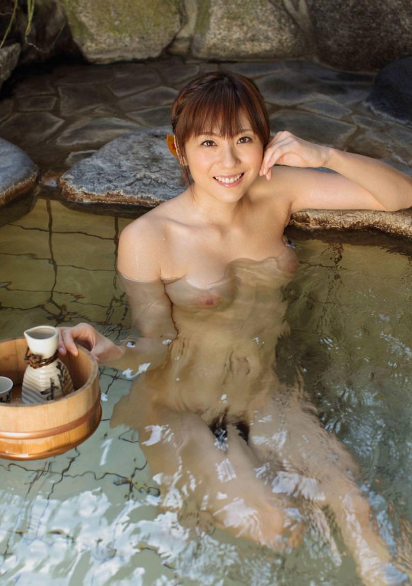 美女の温泉浴 25