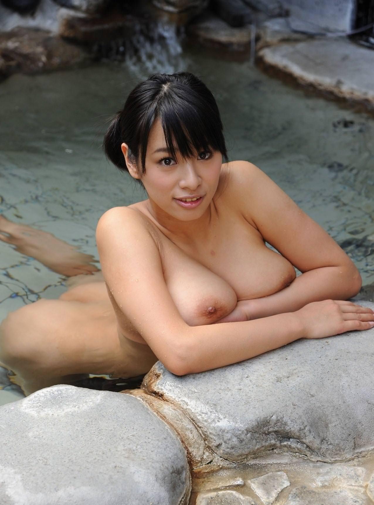 美女の温泉浴 26