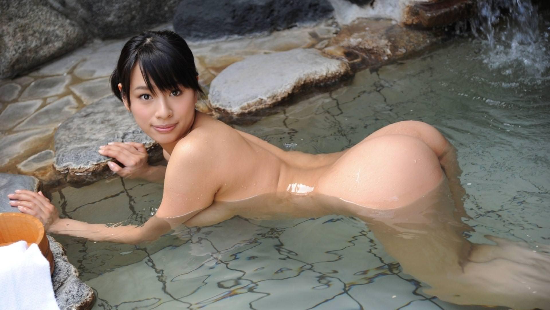 美女の温泉浴 27