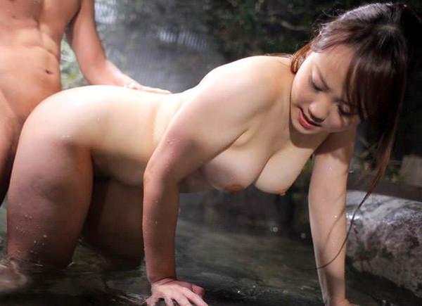 温泉宿の貸切風呂でセックス 3