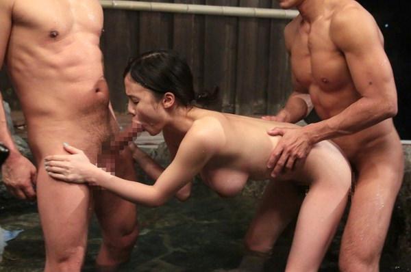 温泉宿の貸切風呂でセックス 20