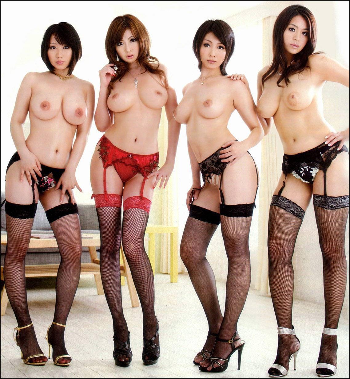 大人数の女性の全裸 4