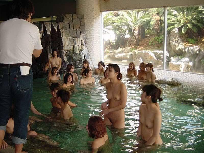 大人数の女性の全裸 20