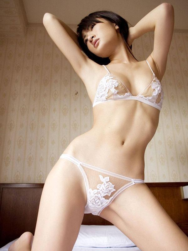 セクシーな大人の女の白下着姿 9