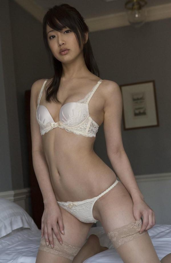 セクシーな大人の女の白下着姿 15