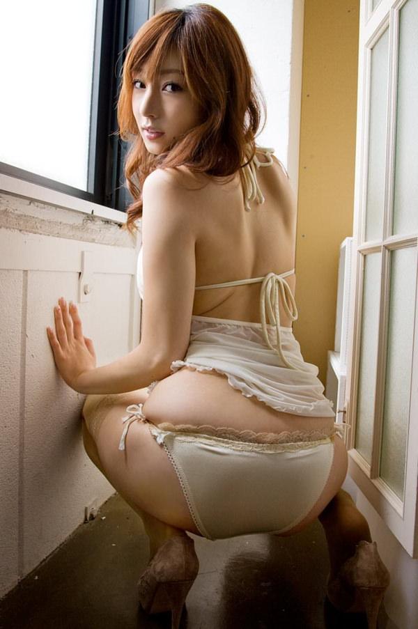セクシーな大人の女の白下着姿 17