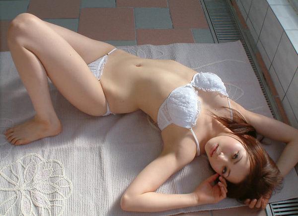 セクシーな大人の女の白下着姿 19