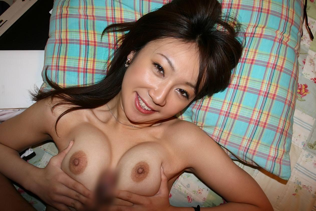 美乳のパイズリ 26