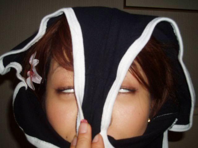 パンツを頭から被ってる素人女性 2