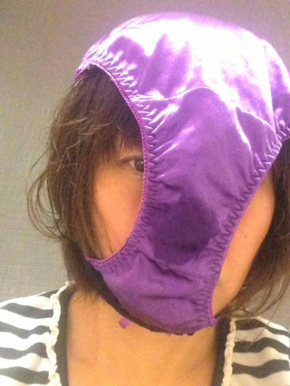パンツを頭から被ってる素人女性 5