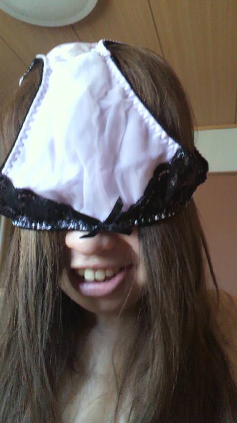 パンツを頭から被ってる素人女性 7