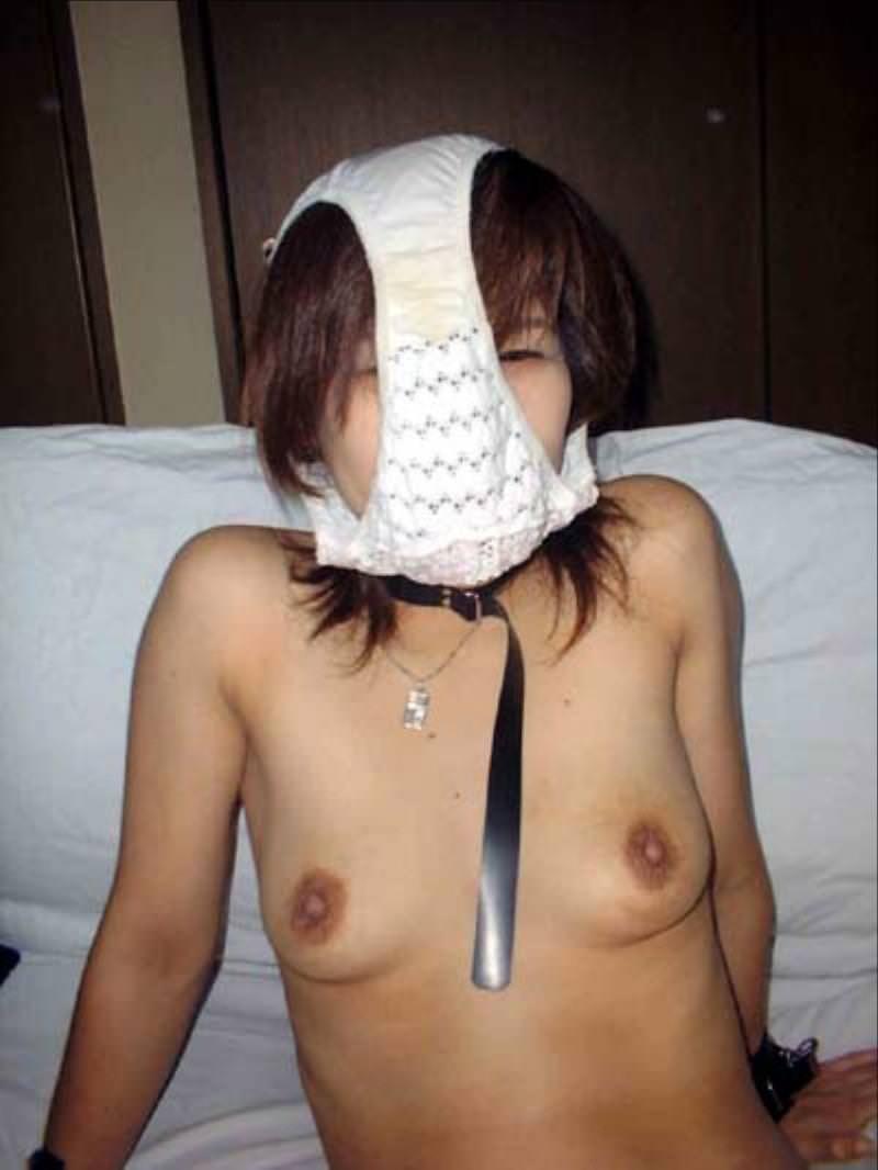 パンツを頭から被ってる素人女性 14