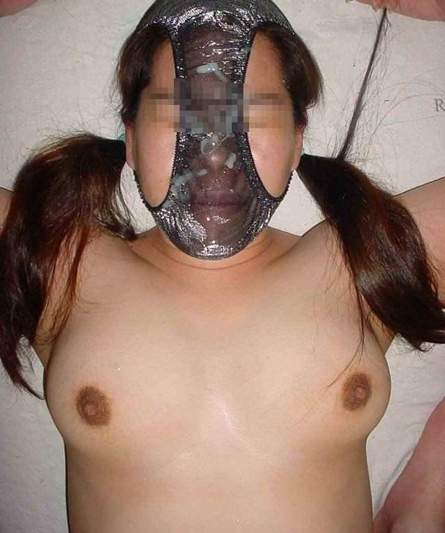 パンツを頭から被ってる素人女性 16