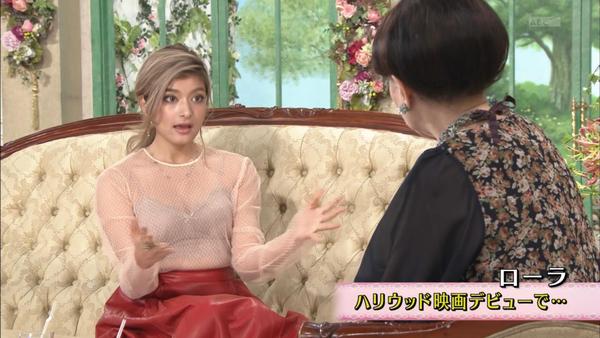 ローラがブラ丸見えの透け透けのシースルー衣装で徹子の部屋!!巨乳おっぱいが丸分かり