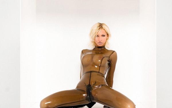 ラバースーツの外国人美女 4