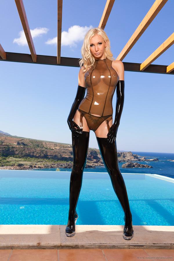 ラバースーツの外国人美女 7