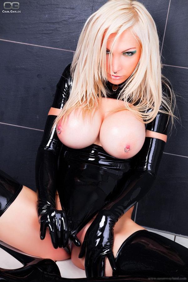 ラバースーツの外国人美女 24