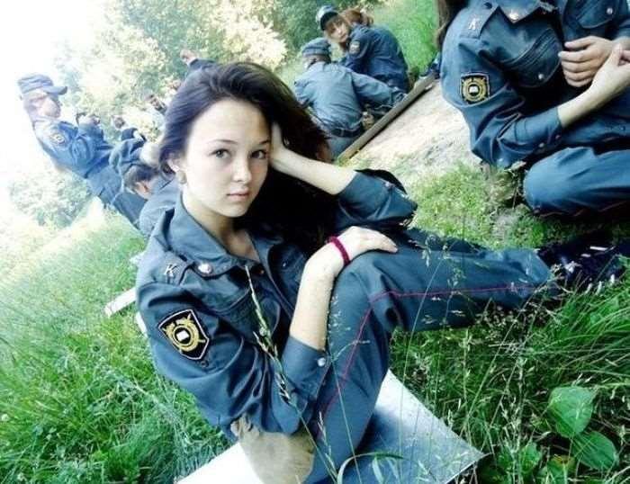 【画像】ロシアの女性警察官が美しすぎる…